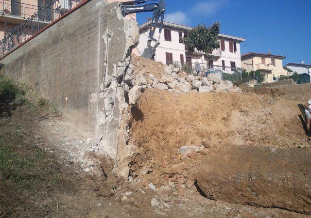 1 - Fase di demolizione del muro